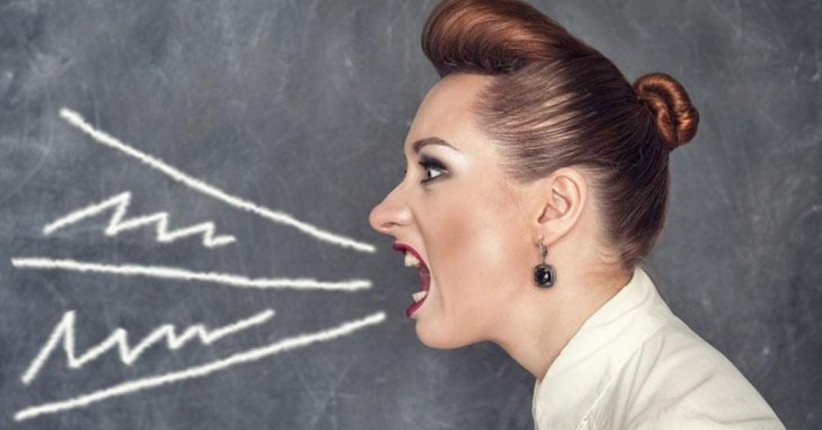 Почему учительница орёт?